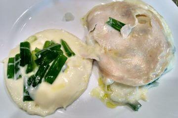 Grilovaný camembert so šunkou v alobale - po otvorení