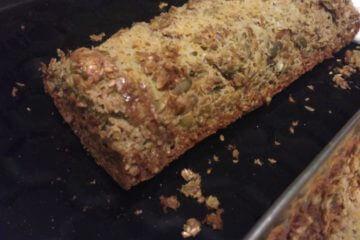Večerný bielkovinový chlieb plný zdravých semiačok