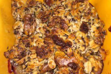 Zdravý slivkový dezert s chrumkavou posýpkou