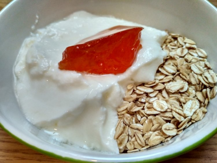 Raňajkový dezert z bieleho jogurtu