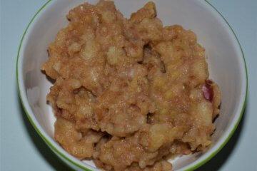 Škoricová krupicová kaša s jablkom