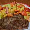 Bravčový steak so zeleninovým šalátom