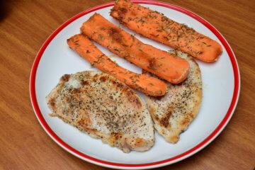 Morčacie prsia na prírodno s grilovanou mrkvou