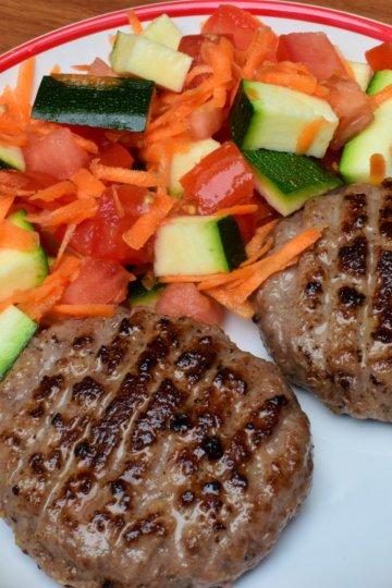 Mleté bravčové mäso so zeleninovou oblohou