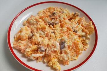 Mrkvový šalát s vajíčkom